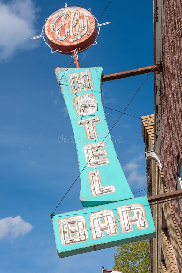 东部伊利,内华达,美国 5月11日2015老霓虹旅馆标志 免版税库存照片