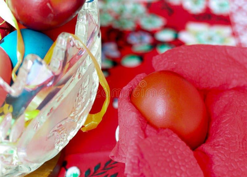 东部的第一个红色鸡蛋在塞尔维亚 免版税图库摄影