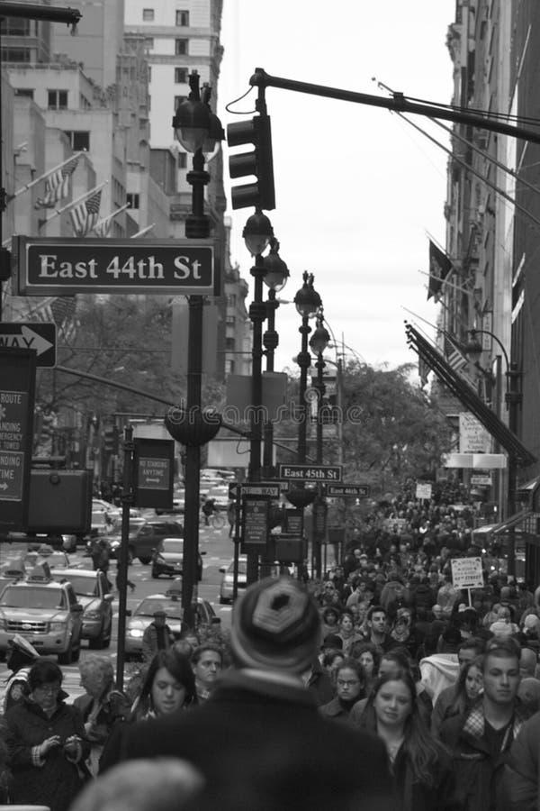 东部第44个St城市视图在纽约,纽约美国 库存图片