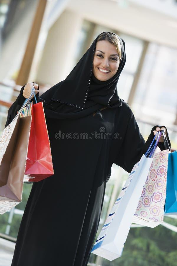 东部购物中心中间购物妇女 库存图片