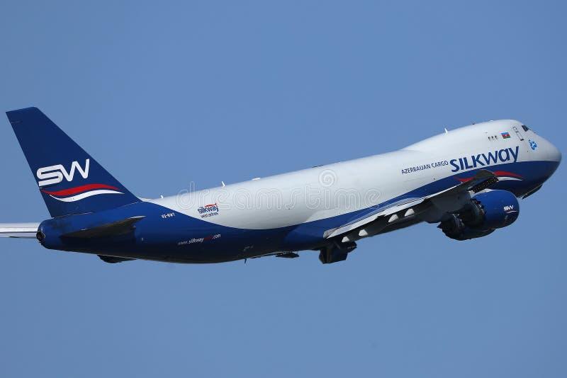 丝绸方式航空公司飞行离开从阿姆斯特丹史基浦机场,AMS 免版税库存照片