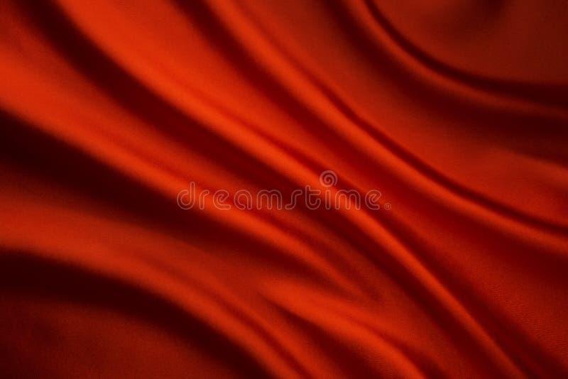 丝织物波浪背景,抽象红色缎布料纹理 免版税库存照片