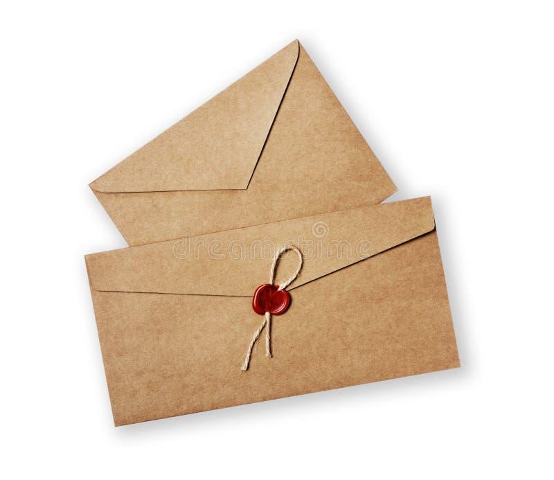 两与红色蜡封印邮票的不同葡萄酒工艺信封书信的 免版税库存照片