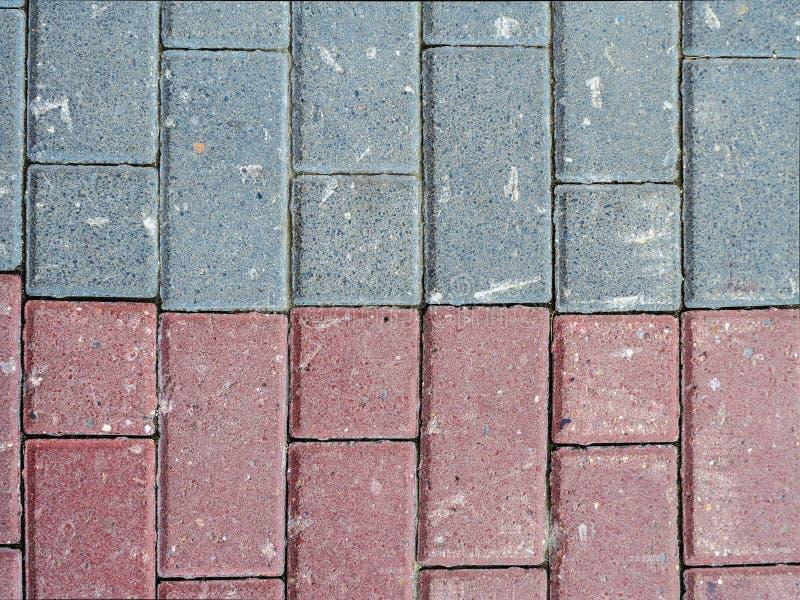 两个不同颜色石瓦片  库存照片
