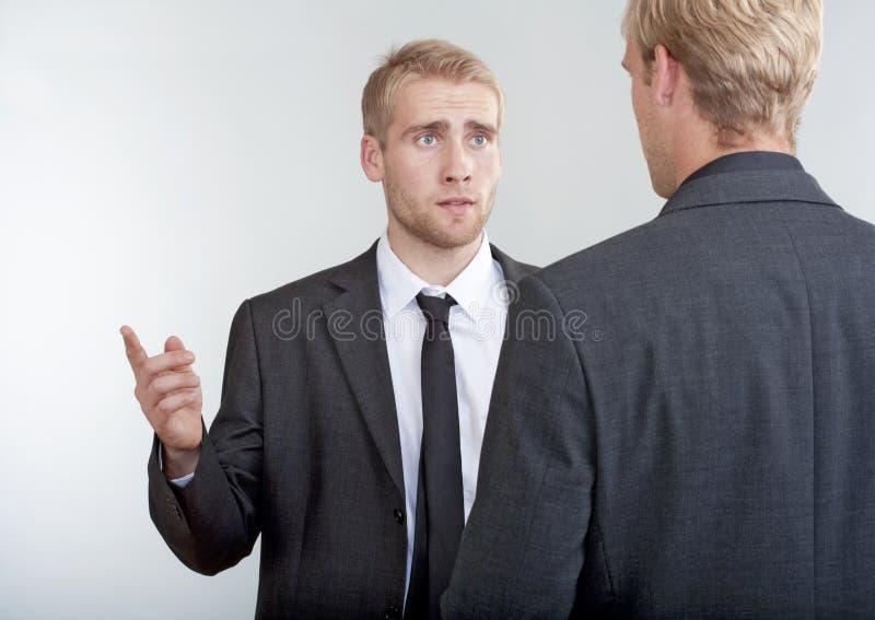 两个商人谈论 免版税库存图片