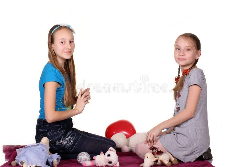 两个孩子在白色背景一起使用,隔绝 库存照片