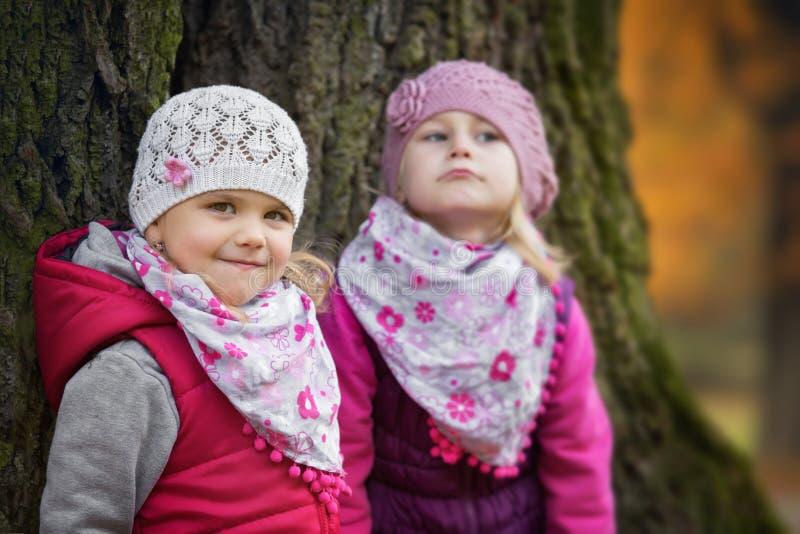 两个孩子画象在公园 免版税图库摄影