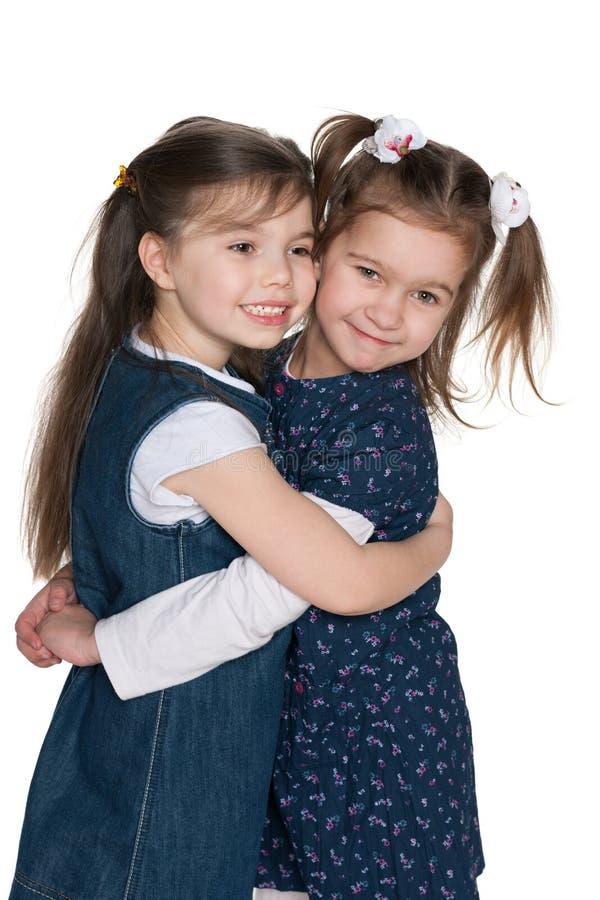 两个小女孩友谊  免版税库存图片