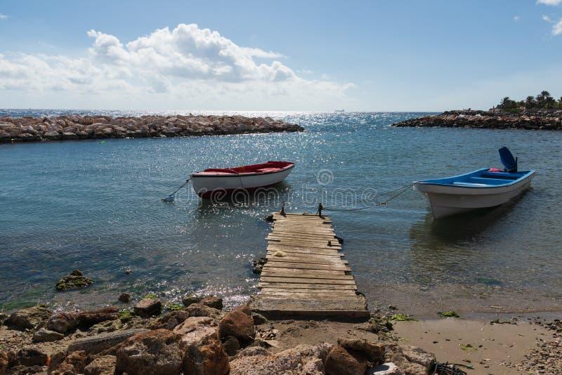 两个小渔船在港口 库存照片