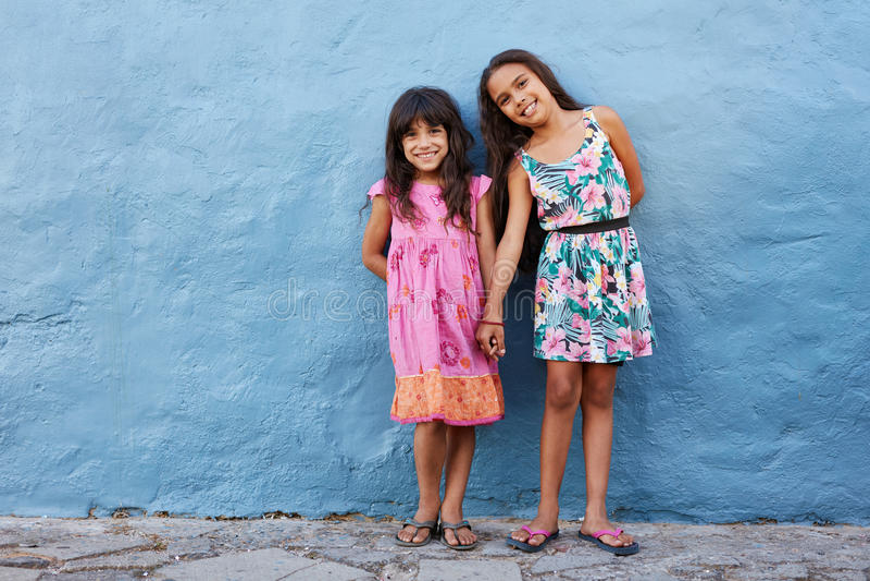两个小美丽的女孩 库存图片