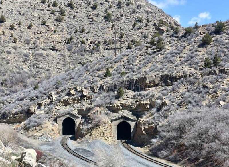 两个山铁路隧道 免版税库存照片