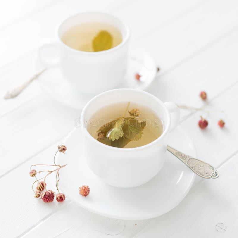 两个杯子草莓茶 库存照片