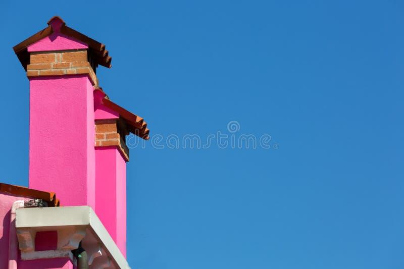 两个桃红色烟囱 免版税库存照片