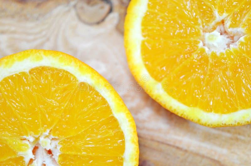 两个橙色一半关闭  库存图片