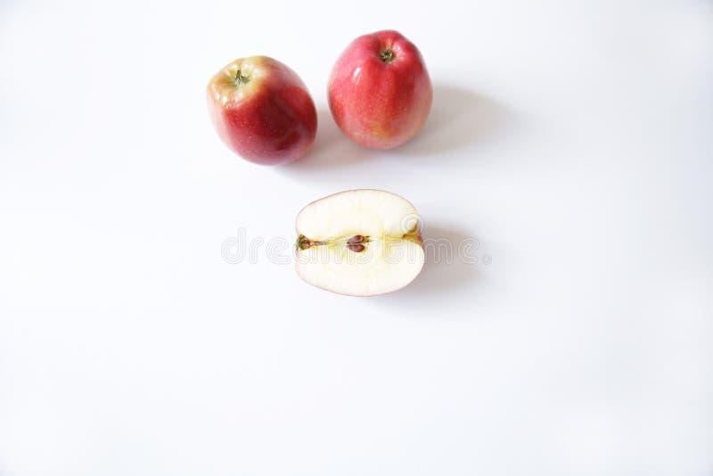 两个红色苹果和一半在白色背景隔绝的苹果 库存图片