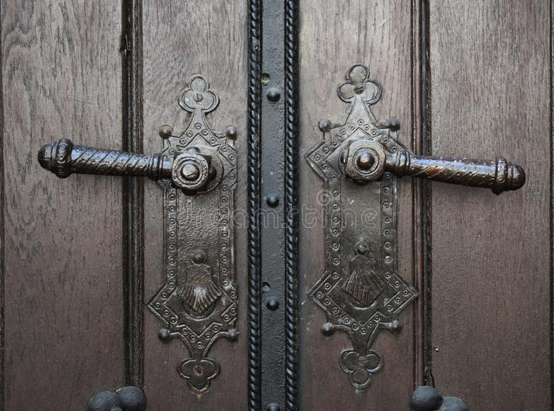 两个老门把手 库存图片