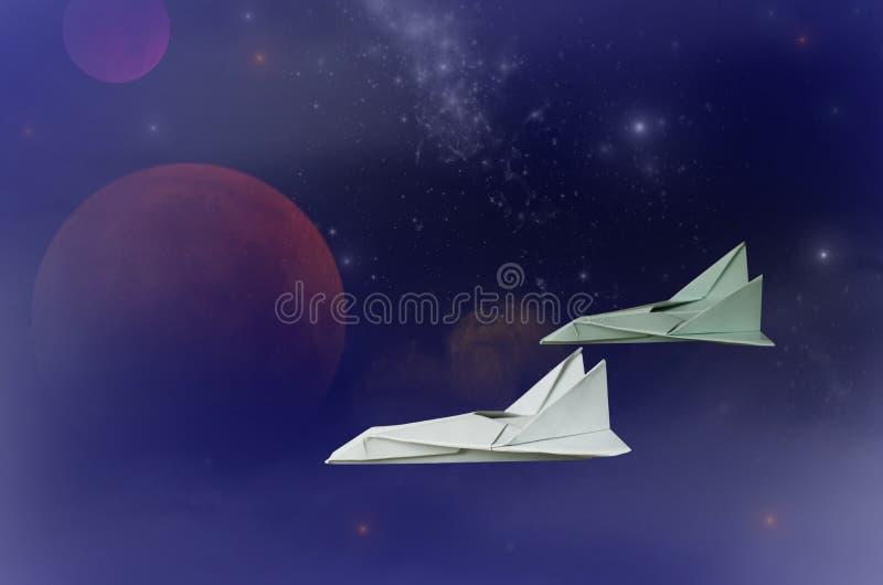 两个航天飞机在外层空间的奥秘宇宙飞行 库存图片