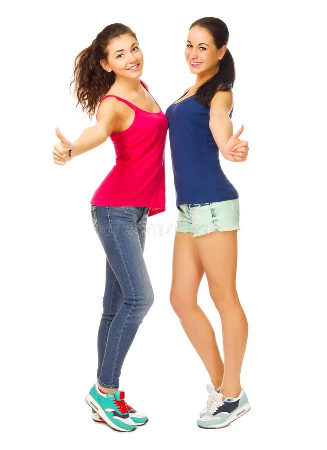 两个运动的女孩展示好姿态 库存照片