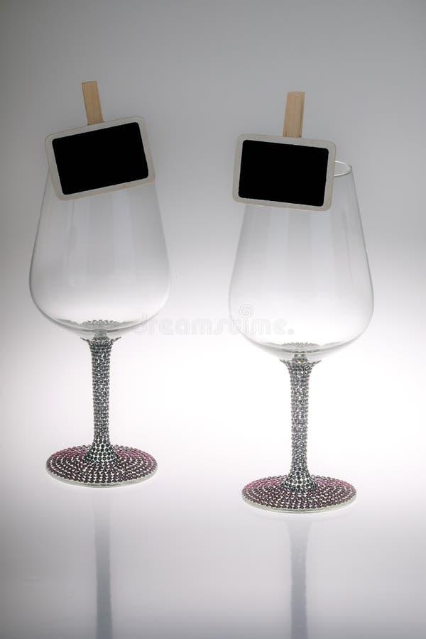 两个酒杯特写镜头与黑板的 图库摄影