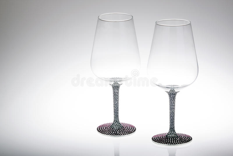 两个酒杯特写镜头在阴影的 免版税图库摄影