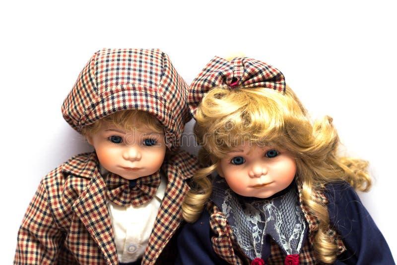两个陶瓷花匠玩偶坐白色背景 免版税库存图片