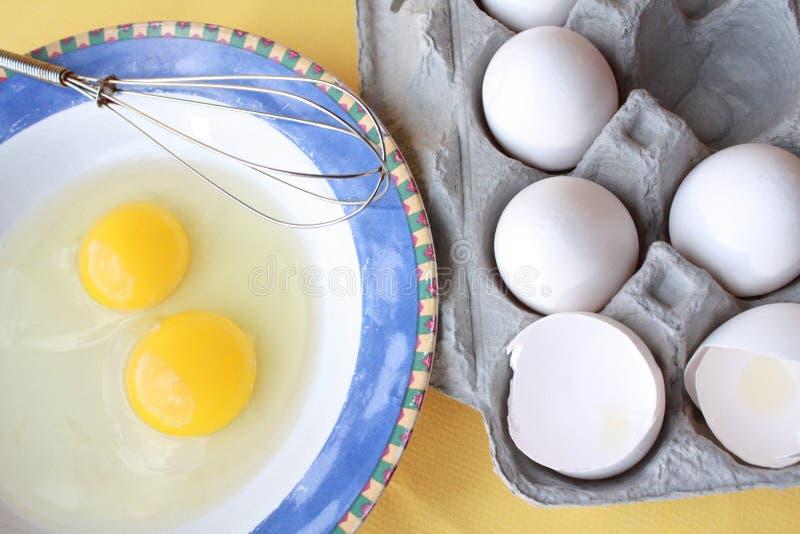 两个鸡蛋和纸盒 图库摄影
