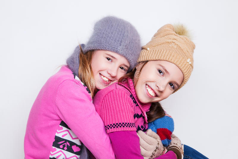 两个年轻美丽的女孩画象  免版税库存图片