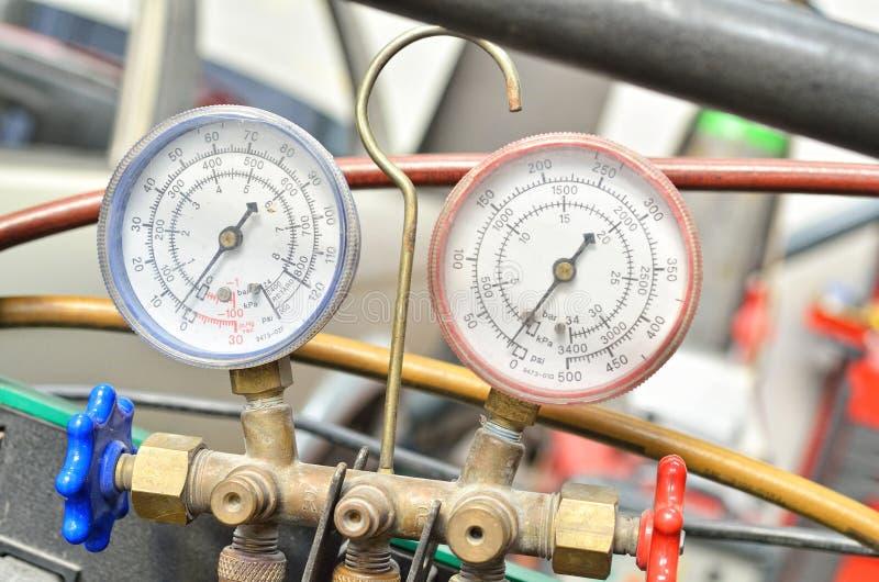 Download 两压力测压器 库存照片. 图片 包括有 衡量, 汽油, 测量, 技术, 螺丝, 仪器, 不锈, 精确度, 管道 - 30328160