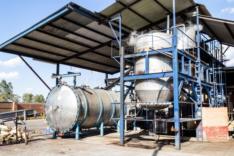 两台压热器在龙舌兰酒工厂 免版税库存照片
