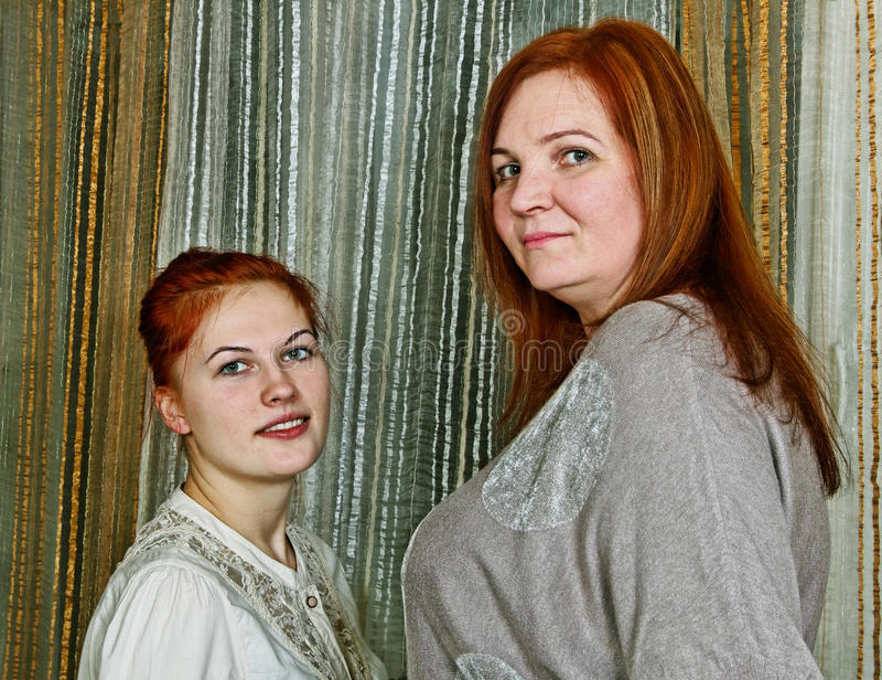 两名妇女。 库存照片