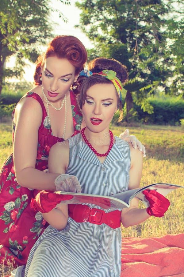 两名妇女fashionista 库存图片