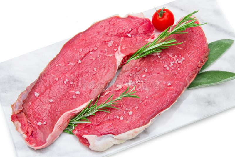 两在大理石的未加工的牛排肉 免版税库存图片