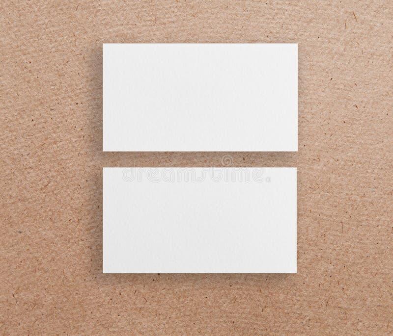 两张水平的名片大模型在包装纸backgroun的 库存图片