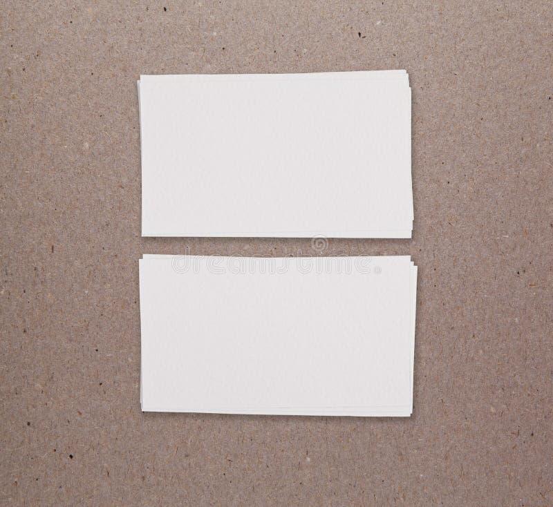 两张水平的名片大模型在包装纸backgroun的 库存照片