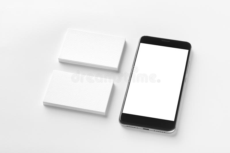 两张空白的水平的名片和黑手机大模型  免版税库存图片