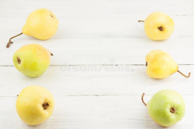 两新鲜的成熟黄色整个梨行  免版税库存图片