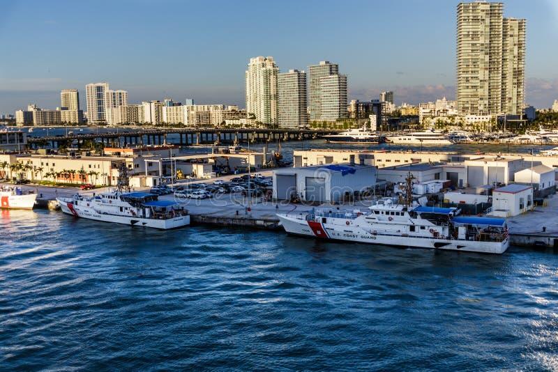两条海岸卫队小船在迈阿密 免版税库存照片