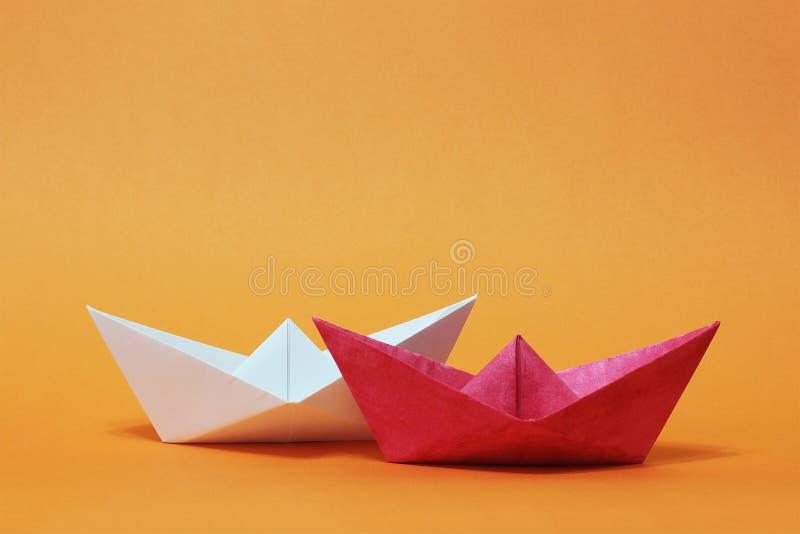 两条纸小船,竞争 免版税库存图片