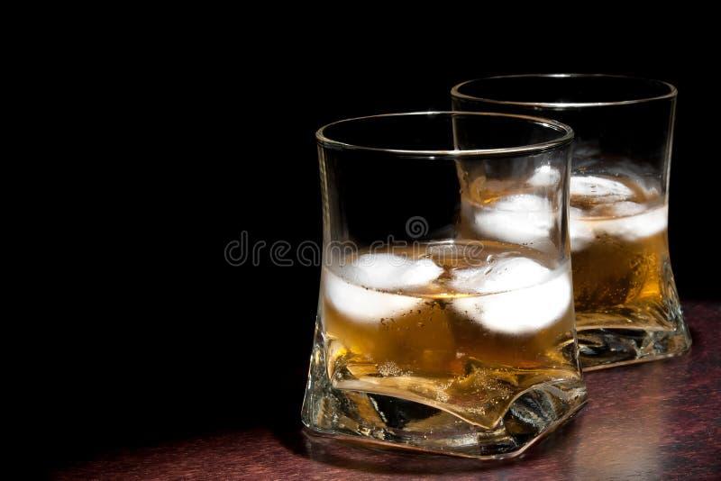 两杯与冰的长的新饮料与文本的空间 免版税图库摄影