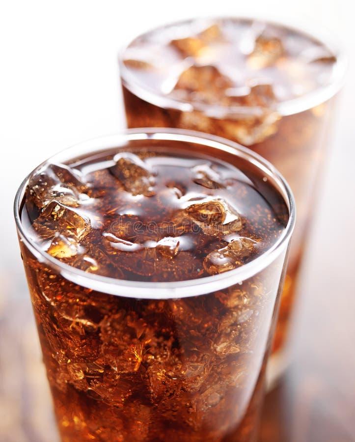 两杯可乐软饮料 免版税库存照片