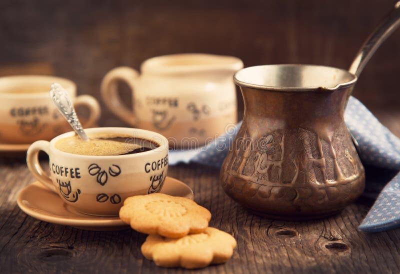 两杯咖啡和曲奇饼早餐 库存照片