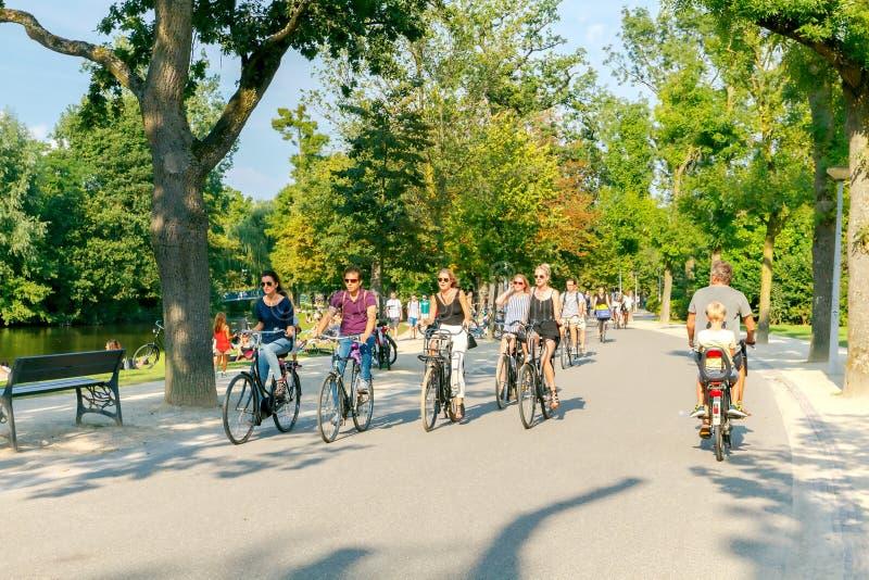 两栖 市区公园Vondelpark 免版税图库摄影