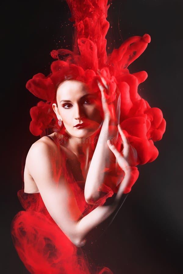 两次曝光妇女和云彩红色墨水 图库摄影