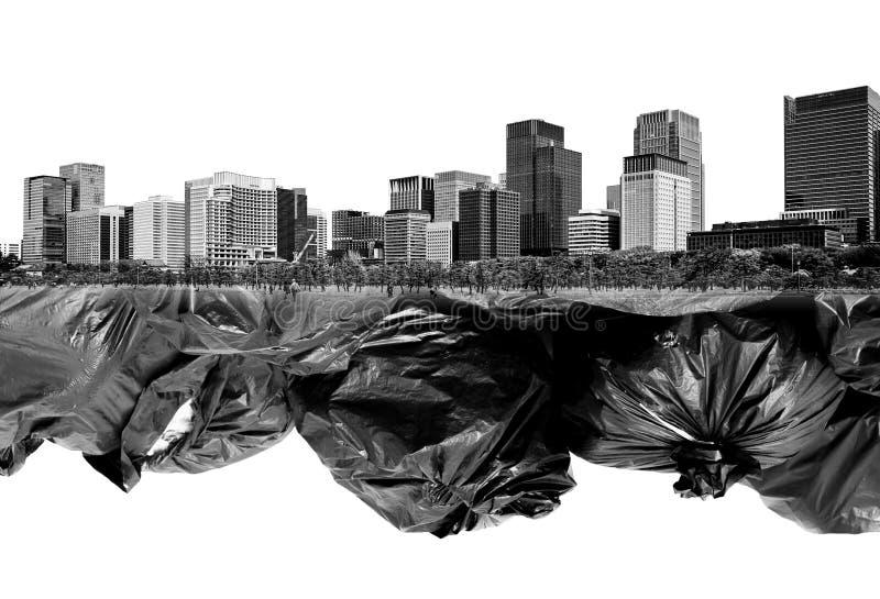 两次曝光黑色垃圾袋和大厦 库存图片