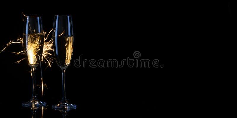 两狭窄的杯以孟加拉为背景的香槟 免版税图库摄影