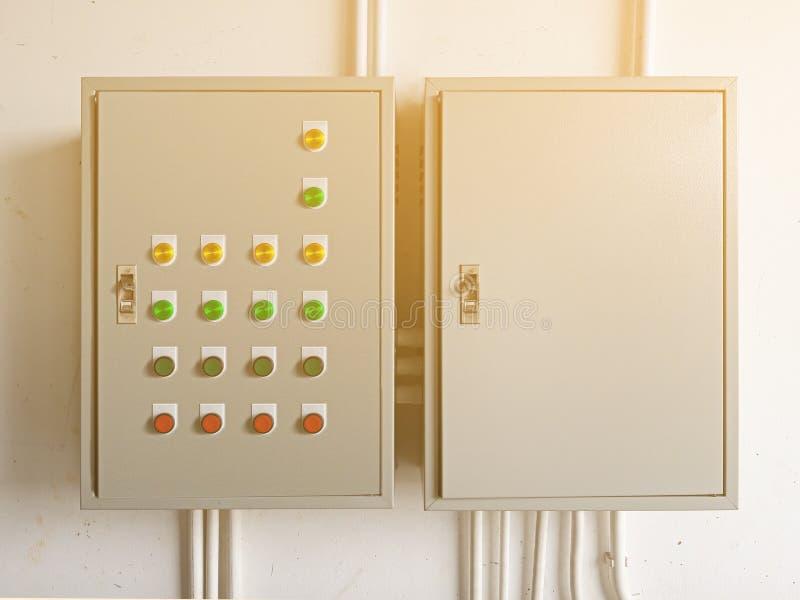 两电开关电能控制箱子 免版税库存图片
