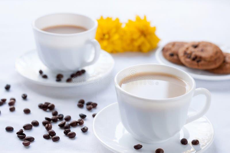 两的早餐用咖啡和麦甜饼 库存照片