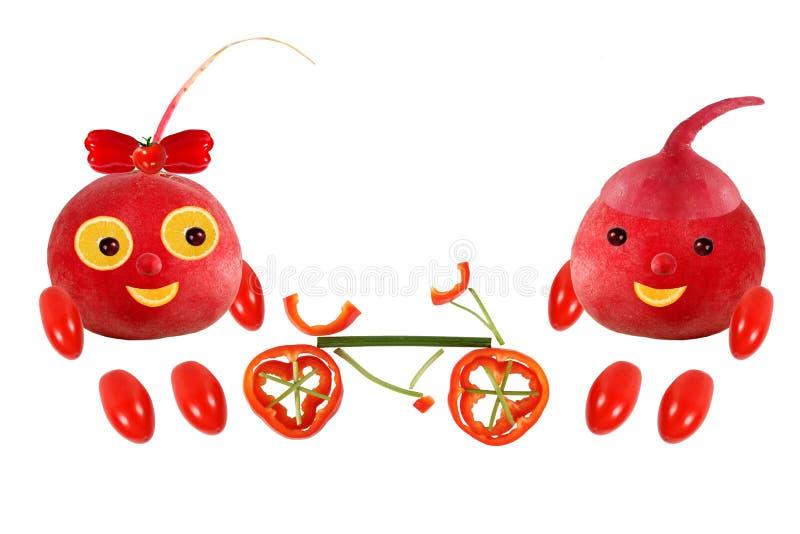 两站立与自行车的滑稽的小的萝卜 图片是ma 库存照片