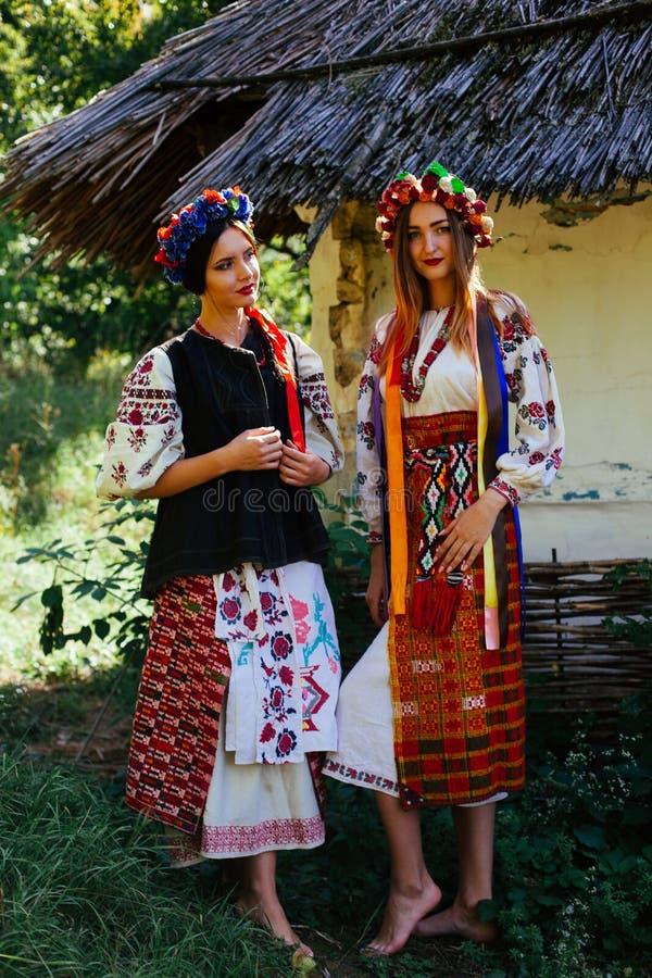 两美丽的乌克兰女孩 图库摄影