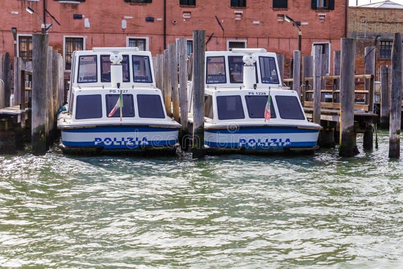 两艘水警艇在威尼斯 免版税库存图片